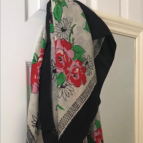 Vintage Roses Silk Scarf 🌹🌹🌹🍃